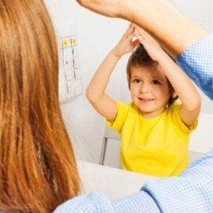 mamma con bambino autistico   Mente Autism